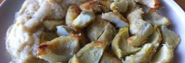 Fried artichokes with garlic sauce