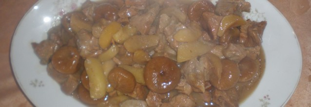 Pork with apples and dried figs