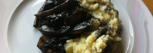 Cuttlefish with ink and mash potatoes